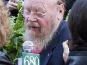 English: Author Farley Mowat being interviewed on the red carpet at the induction ceremony for Canada's Walk of Fame