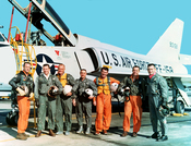 English: The Original Mercury Seven astronauts with a U.S. Air Force F-106B jet aircraft. From left to right: M. Scott Carpenter, Leroy Gordon Cooper, John H. Glenn, Jr., Virgil I. Gus Grissom, Jr., Walter M. Wally Schirra, Jr., Alan B. Shepard, Jr., Dona