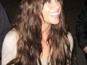 English: Alanis Morissette signing autographs for fans