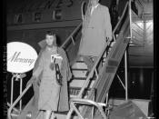English: Actress Jennifer Jones and husband, producer David O. Selznick disembarking plane in Los Angeles, California in 1957.