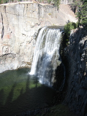 English: Rainbow Falls at Devils Postpile National Monument, Sierra Nevada, CA