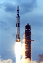 English: Saturn V SA-513 lifts off to boost the Skylab Orbital Workshop into Earth orbit