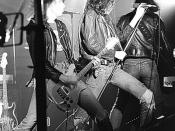 English: Johnny & Joey Ramone with The Ramones, July 1, 1977 Kelly's Pub St. Paul, MN