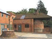 Farnham_Pottery,_Wrecclesham_-_bottle_kiln.jpg