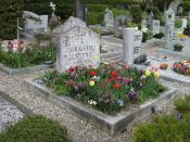 English: This is the grave of Graham Greene in the graveyard of Corseaux, Switzerland. Français : Ceci est la tombe de Graham Greene dans le cimetière de Corseaux, en Suisse.