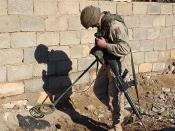 English: A U.S. Army soldier using a Schiebel AN 19/2 MOD7 mine detector Deutsch: Ein U.S. Soldat mit einem Schiebel AN192 Minensuchgerät
