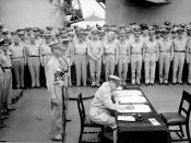 English: General Douglas MacArthur signs as Supreme Allied Commander during formal surrender ceremonies on the USS MISSOURI in Tokyo Bay. Behind General MacArthur are Lieutenant General Jonathan Wainwright and Lieutenant General A. E. Percival.