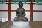 English: Early Koryo dynasty iron seated Buddha. Now held at the Koryo Museum in Kaesong, North Korea.
