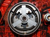 English: Close up of the centrifugal clutch on a chainsaw Deutsch: Nahaufnahme der Fliehkraftkupplung einer Kettensäge