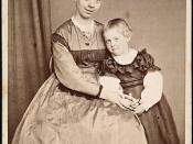 Fredrikke Qvam sammen med datteren Louise Gram Qvam, ca. 1870