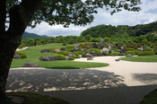 English: Adachi Museum of Art in Yasugi, Shimane prefecture, Japan 日本語: 足立美術館, 島根県安来市 Camera: Sony DSLR-A350