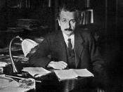 English: Photograph of Albert Einstein in his office at the University of Berlin, published in the USA in 1920.