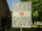 English: A notice stating that the Turman House in Austin, Texas prohibits concealed handguns Español: Un aviso diciendo que la Casa Turman en Austin, Texas prohíbe armas ocultas