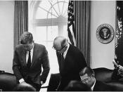 English: Meeting of the Executive Committee of the National Security Council - Cuba Crisis. President Kennedy, Secretary of State Dean Rusk, Secretary of Defense Robert S. McNamara. White House, Cabinet Room.