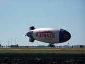 "English: ""Outback"" blimp at Peter O. Knight Airport in Tampa. Français : Ballon dirigeable souple « Outback » à l'aéroport Peter O. Knight de Tampa. Deutsch: Prallluftschiff ""Outback"" am Flughafen Peter O. Knight in Tampa."
