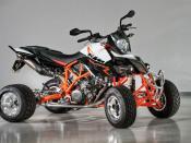 ATV custom-made from E-ATV Eicker Germany. Basevehicle was a KTM Supermotobike, Typ SM 990 with LC8 engine. Français: Un quad personnalisé à partir d'un E-ATV Eicker vendu en Allemagne. Le véhicule de base est un 990 Supermoto de la marque KTM-Sportmotorc