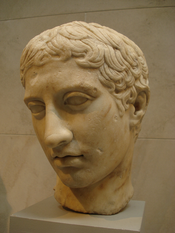English: Marble head of youth, Roman era, c. 41-54. Copy of bronze statue c. 450 BC, attributed to Polykleitos. Italiano: Testa del Doriforo di Policleto. Copia romana c. 41-54. Metropolitan Museum of Art, New York.