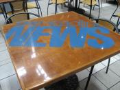English: CNN Headline News logo on a table in the CNN Center. Photo: Chris Green
