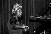 Français : La chanteuse américaine Nina Simone en concert à Morlaix (Bretagne, France) en mai 1982.