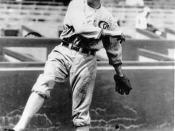 English: Shoeless Joe Jackson throwing pre-1923 photo as Jackson was banned from baseball in 1920
