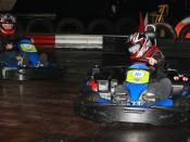 English: Indoor kart racing Nederlands: Indoor karten