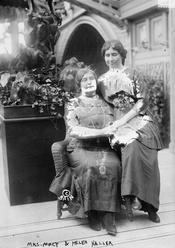 Helen Keller with Anne Sullivan