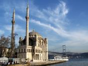 English: Ortaköy Mosque, along the Bosphorus, in Istanbul, Turkey. Français : La Mosquée Ortaköy, sur le Bosphore, à Istanbul (Turquie). Türkçe: Büyük Mecidiye Camii (Ortaköy Camii).