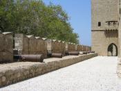 Kanonen auf den Mauern der mittelalterlichen Stadt Rhodos
