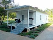 Shotgun house in Tupelo, Mississippi; birthplace of Elvis Presley.