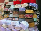English: Taqiyah (or kufi caps) in Pettah market, Colombo, Sri Lanka Français : Taqiyah au marché de Pettah, Colombo, Sri Lanka