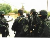 English: San Bernardino police SWAT team confer before Sergeant Ernest Lemos shot officer Stephen Peach