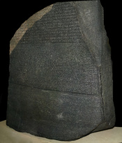 English: The Rosetta Stone in the British Museum. Français : La Pierre de Rosette, dans le British Museum.
