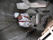 English: Chemical reactor CSTR (continuous stirred-tank reactor model). Check of a condition of the case. Material AISI 316. Русский: Внутренний вид реактора из нержавеющей стали аустенитного класса (ANSI 316) с трёхступенчатой мешалкой. Периодическая про