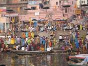 English: Ganges river at Varanasi in India 2008