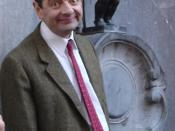 Rowan Atkinson and Manneken Pis in Brussels