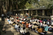 English: End of the year exams (maths, 10 th class) in Mahatma Gandhi Seva Ashram, Jaura, India. All the students are grouped on a compound out of the school. Français : Examens de fin d'année (maths, 10 e année, équivalent du BEPC en France), Mahatma Gan