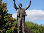 English: Statue of Gustav Holst in his home town of Cheltenham. Deutsch: Statue von Gustav Holst in seiner Heimatstadt Cheltenham.