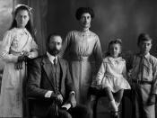 English: Blaxland family, 1914 Harold Forster Blaxland, Dora, David Russel and Truda. (Description supplied with photograph.).