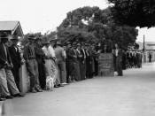 English: Relief workers at Annerley during the Great Depression, 1938 Line of unemployed male relief workers at Annerley in 1938, towards the end of the Great Depression. They are dressed in long pants and long sleeved shirts, and most wear hats.