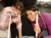 English: Teachers from the Exploratorium's Teacher Institute examine the