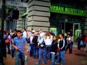 English: The Urban Outfitters store in Union Square, San Francisco. Español: El Urban Outfitters tienda en Union Square de San Francisco. Français : Le magasin Urban Outfitters à Union Square, San Francisco.