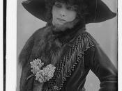 English: Sarah Bernhardt offstage