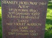 Grave stone of Stanley Holloway and wife