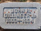 English: Grave of bank robber John Dillinger Jr.