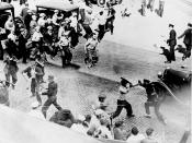 English: Open battle between striking teamsters armed with pipes and the police in the streets of Minneapolis, June 1934.