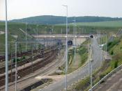 English: Entrance to the Channel Tunnel nearby Coquelles (France) Deutsch: Einfahrt in den Eurotunnel nahe Coquelles (Frankreich) Français : Entrée du Tunnel sous la Manche á Coquelles (France)