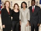 Secretary Rice poses with to right: Executive Director Josette Sheeran, Drew Barrymore, and Paul Tergat of the .