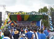 English: Crowd and stage at 16th anniversary celebration of the Movement for Socialism-Political Instrument of the Sovereignty of the Peoples, the political party which has governed Bolivia since 2006. Among those on stage are Vice President Álvaro García