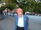 English: Norwegian businessman Olav Thon at Karl Johan street in Oslo under the Oslo book festival