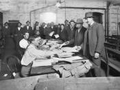 Men at the recruiting office at the Town Hall, Melbourne, to enlist for service in World War I.